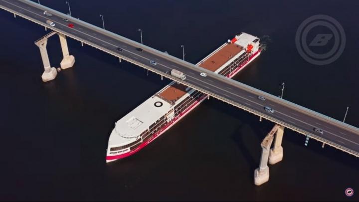 «Дико было видеть его вживую»: волгоградец снял с высоты круизный лайнер «Мустай Карим»