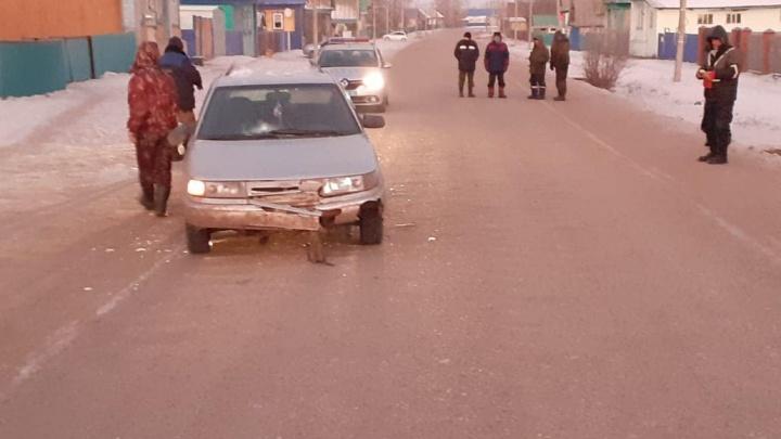 В Башкирии 12-летнюю девочку сбила машина после того, как та вышла из школьного автобуса