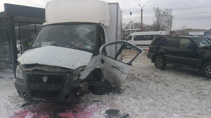 Водитель депутатского «Лексуса» устроил ДТП с пострадавшими на главном проспекте Челябинска