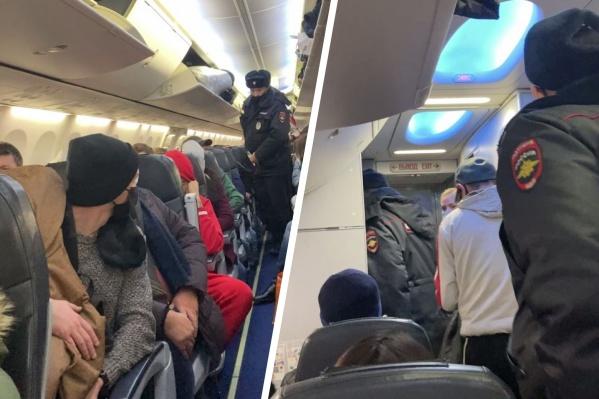 По наблюдениям пассажиров, мужчина в момент прибытия полиции вел себя спокойно