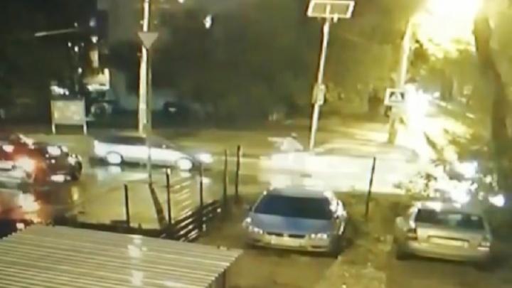 Пешеход подлетел в воздух: появилось видео момента ДТП на улице Волгина