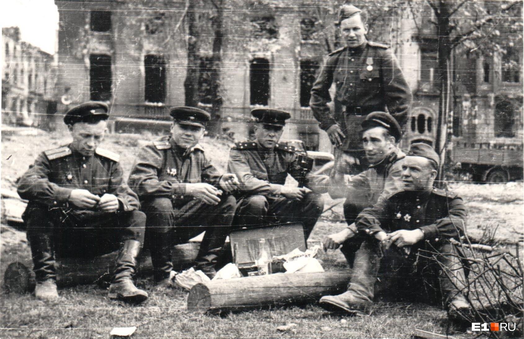 Война войной, а обед по расписанию