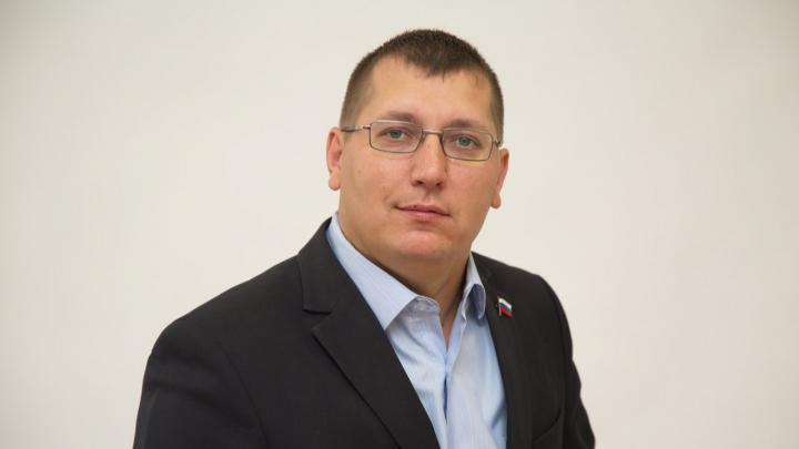 Депутата из Новодвинска, прилетевшего из-за границы, потребовали привлечь к ответственности