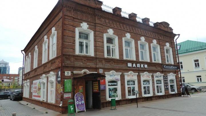Старинный особняк на Вайнера, за которым хотят построить гостиницу, выставили на продажу