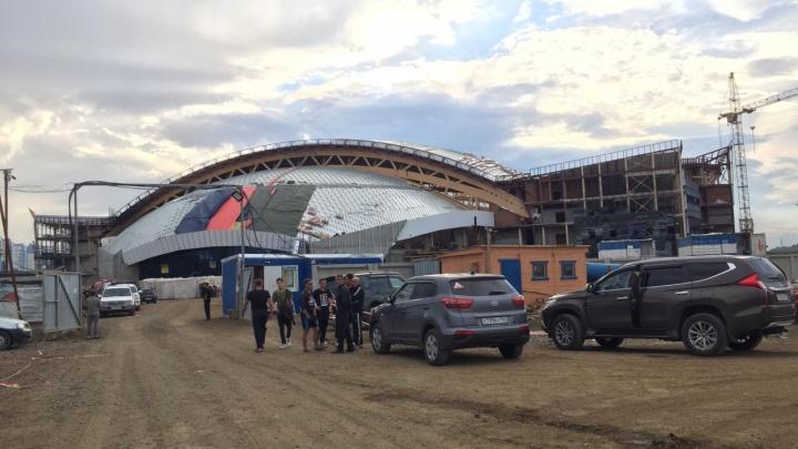 В Кемерово загорелся строящийся ледовый дворец «Кузбасс»