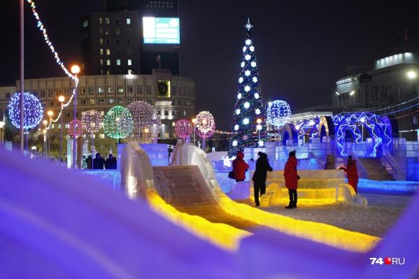 Ледовый городок на площади Революции открыли в пятницу вечером