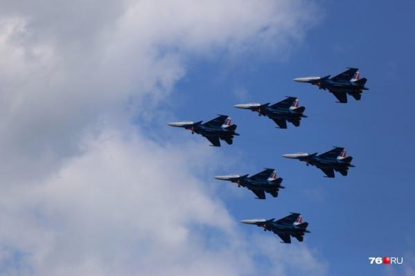 Над Ярославлем в День Победы пройдет воздушный парад, если погода не помешает