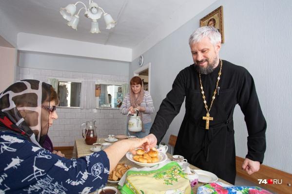 Священник Филипп Шамин уверен, что общение для слабослышащих необходимо