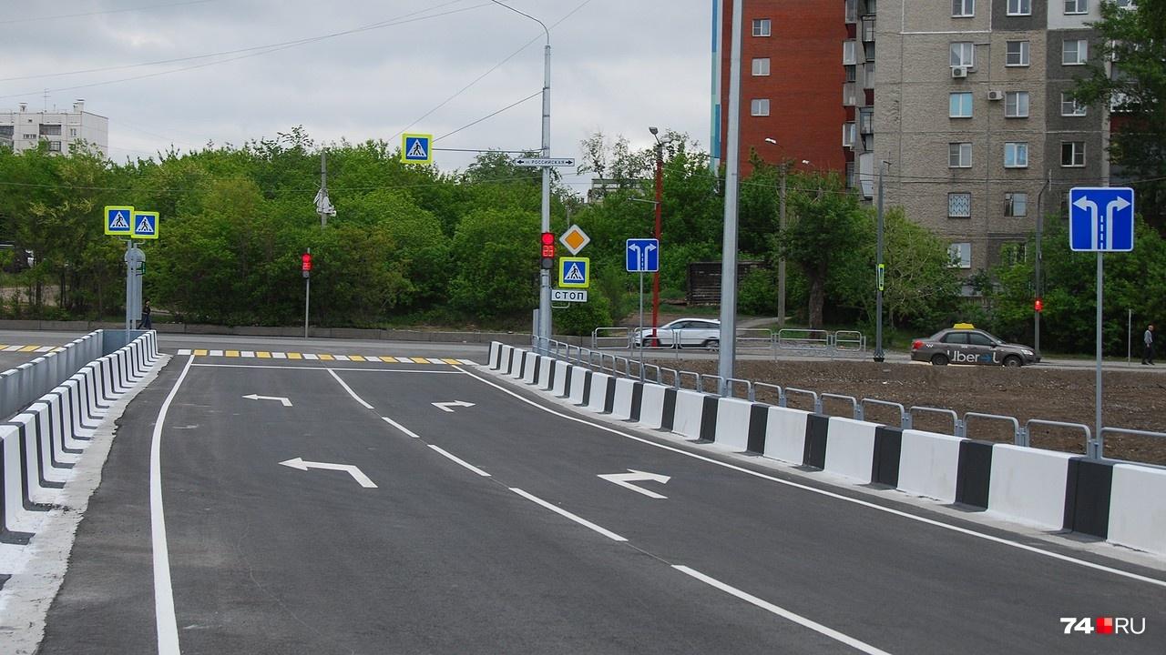 Выезд на улицу Российскую с двухполосной дороги