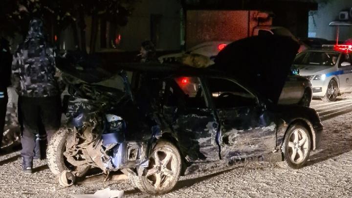 На Некрасова пьяный водитель-бесправник на «Субару» столкнулся с двумя машинами, в том числе такси