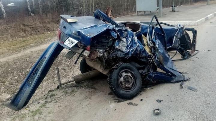 «Машину разорвало»: на трассе М-8 легковушку отбросило в грузовик. Погиб человек