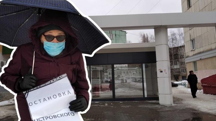 Жители Уфы вышли на акцию протеста из-за того, что вместо остановки в их районе поставили ларек