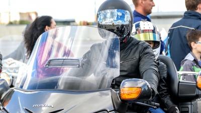 День города на двух колесах: 10 самых крутых фотографий с мотопарада в Нижнем Новгороде