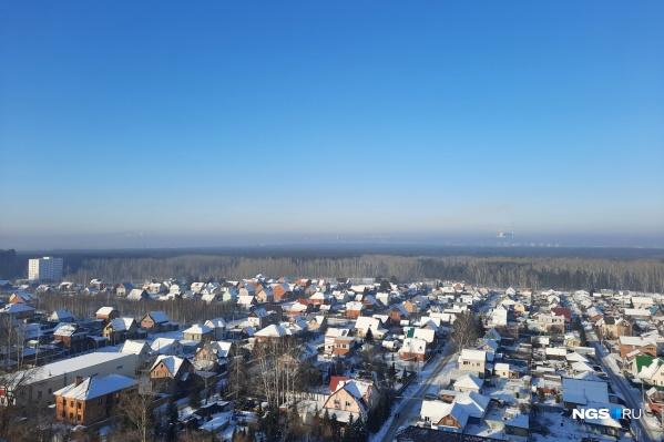 Легкую дымку в небе заметили в Первомайском районе