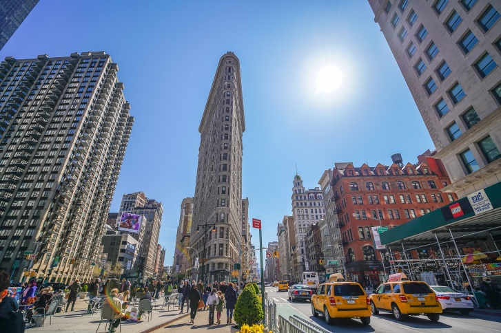 Флэтайрон-билдинг — один из символов Нью-Йорка. И по высоте башням «Татлина» он уступает 13 метров