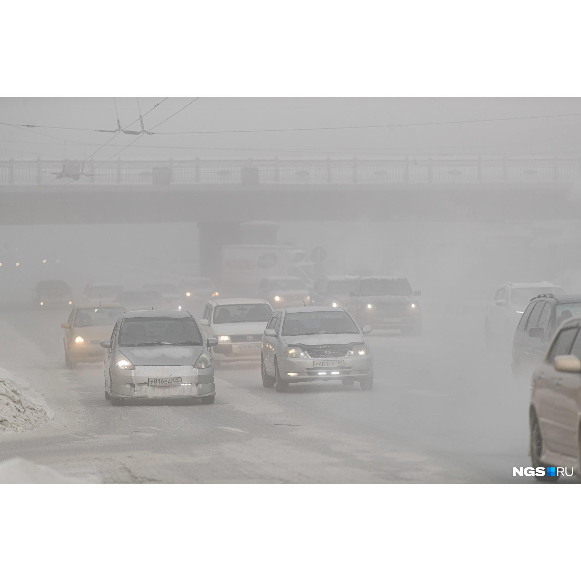 Красный проспект в тумане