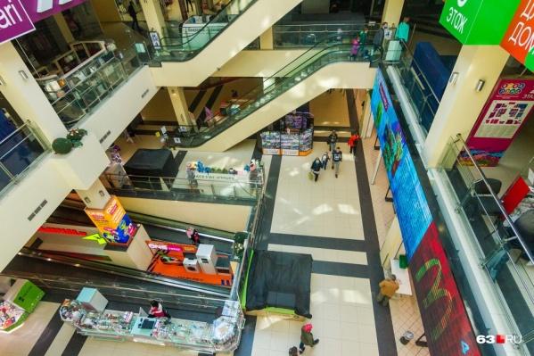 Некоторые торговые центры в Самаре частично продолжают работать