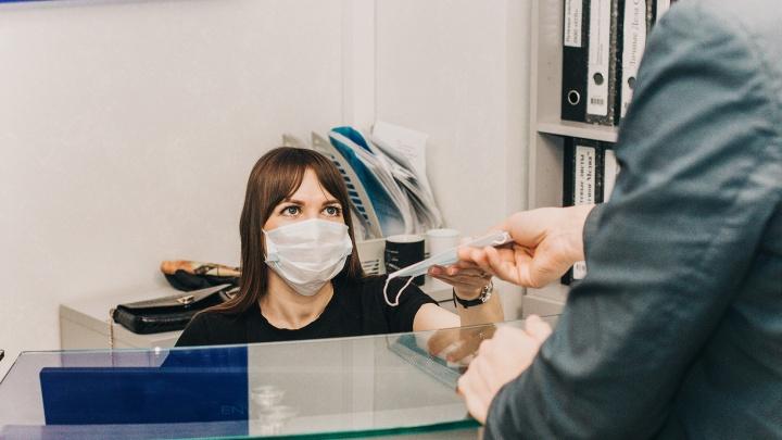 А вам выдали маску? Омичи рассказали, как их работодатели борются с распространением коронавируса
