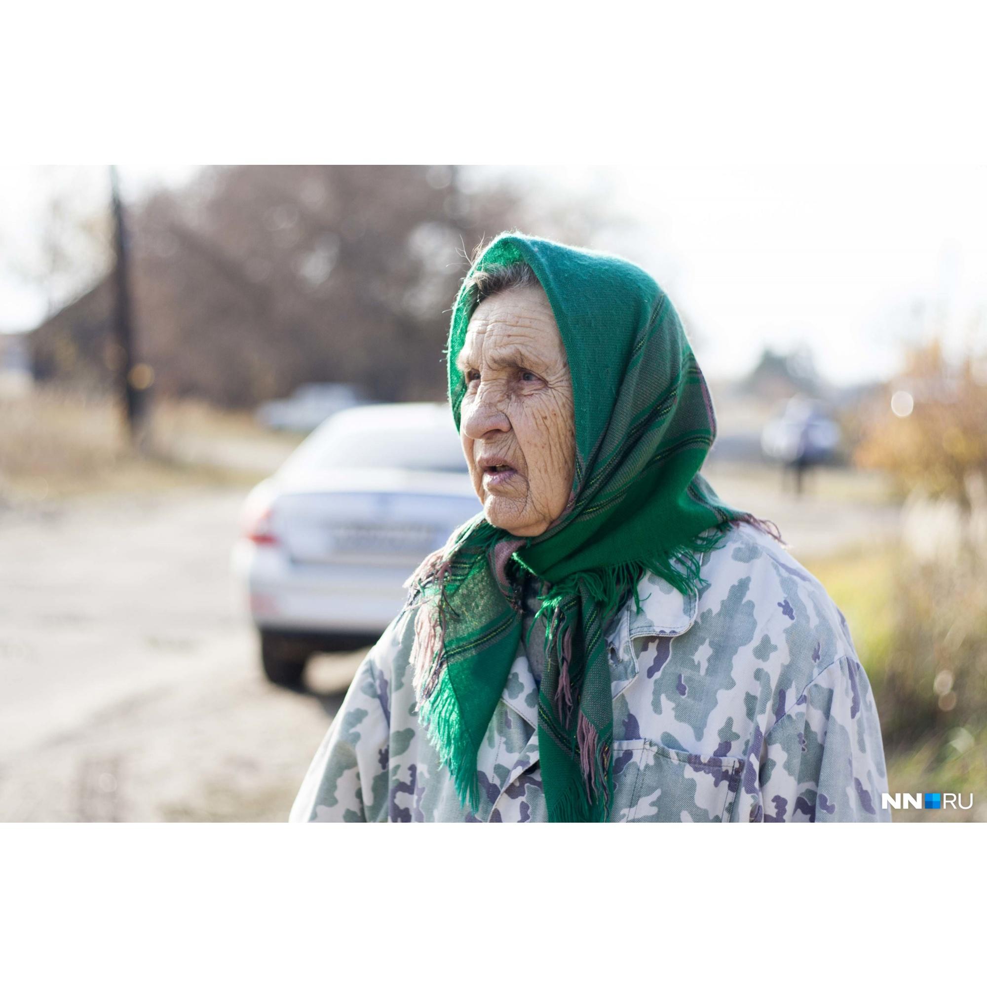 А эта бабушка в день трагедии была дома — услышала жуткий грохот, когда пули попали в соседнюю квартиру
