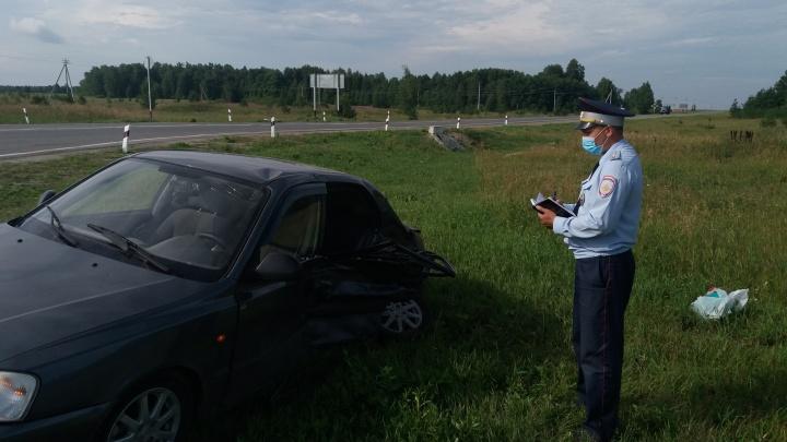 Под Каменском-Уральским погибла пенсионерка, вылетевшая из автомобиля во время ДТП