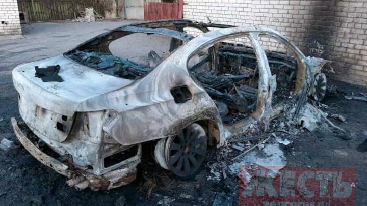 В Волгограде сгорел BMW-750
