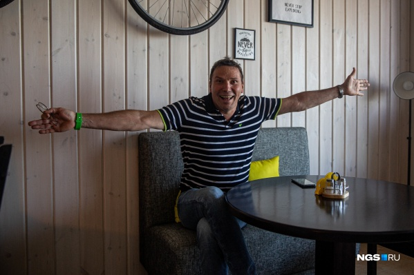 Основатель 2ГИС Александр Сысоев мечтает проиндексировать весь офлайн-мир. Он рассказал, как в этом поможет продажа большей части компании Сбербанку