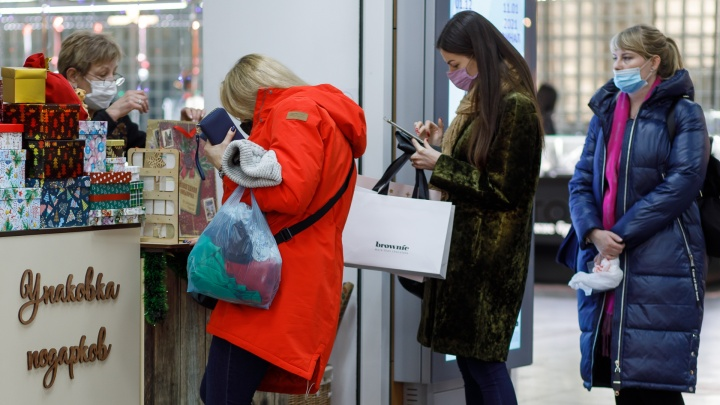 Завтра будет еще больше адреналина: сотни волгоградцев штурмуют магазины накануне Нового года