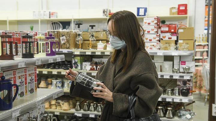 В Екатеринбурге магазины открылись, не дождавшись решения губернатора. Так можно было?