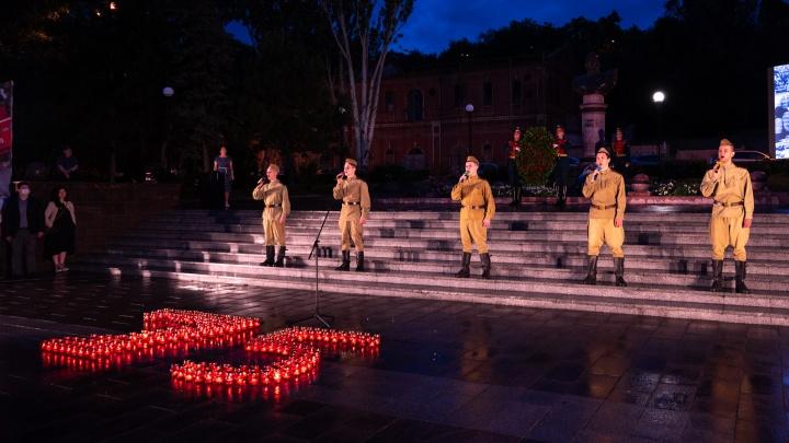 В Ростове зажгли свечи памяти в честь годовщины начала Великой Отечественной войны: фоторепортаж