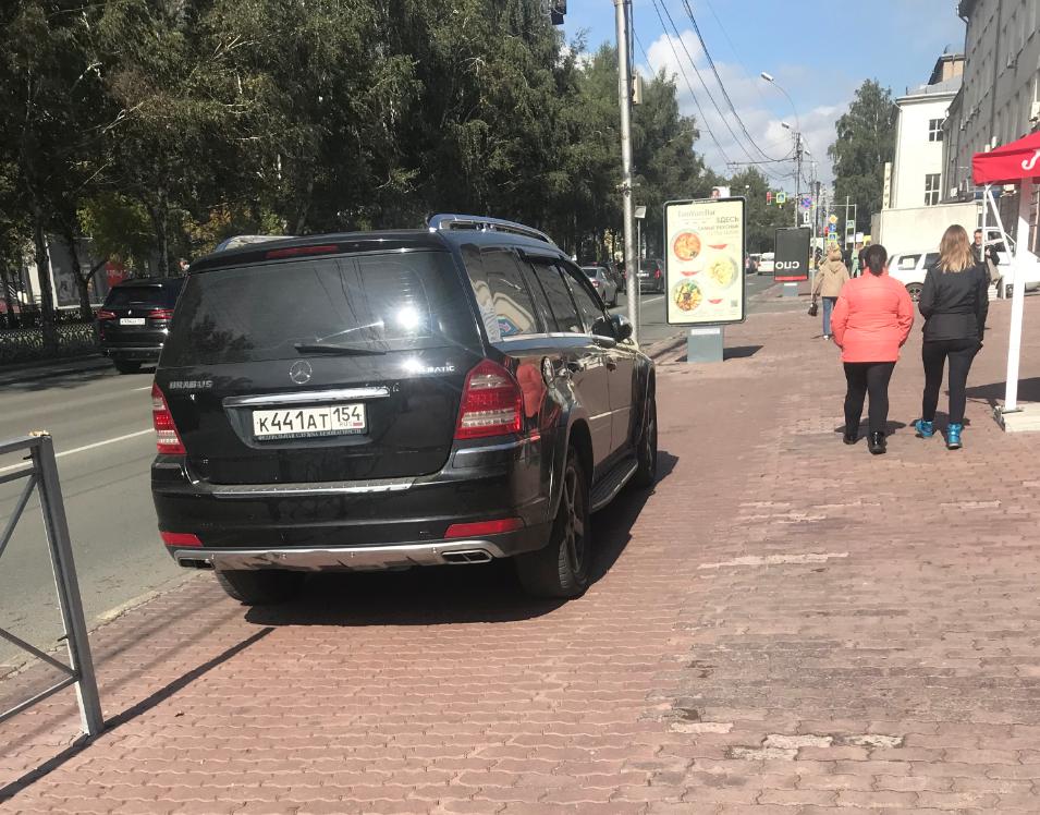 Стоянка на тротуаре