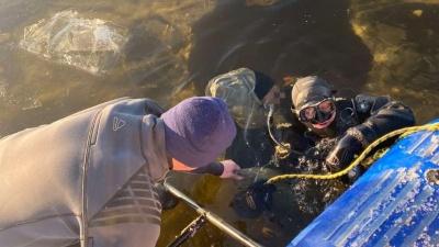 В Борском районе водолазы достали тела двоих мужчин, утонувших на снегоходе