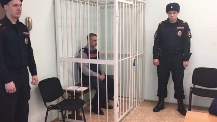 «Не возражаю, виноват»: суд отправил в СИЗО новосибирца, взявшего в заложники жену в магазине