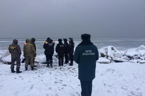 В Ярославской области 14 марта 10 рыбаков унесло на отколовшейся от берега льдины