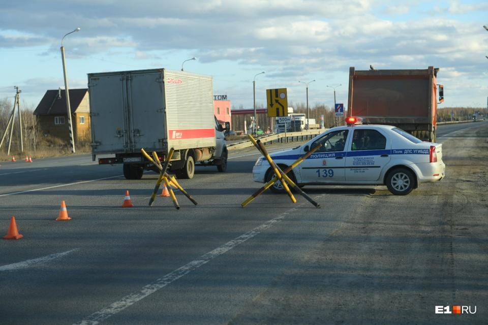 На подъезде к Челябинской области со стороны Екатеринбурга в четверг стояли дорожные ежи