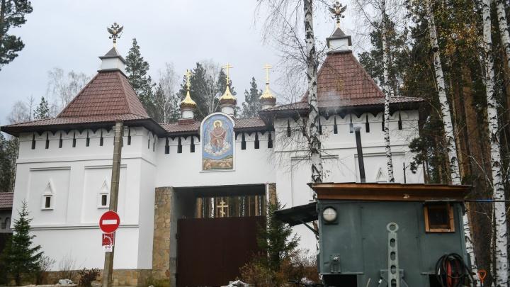 «Дети играют, с мечом бегут на Собчак»: как живет скандальный Среднеуральский женский монастырь