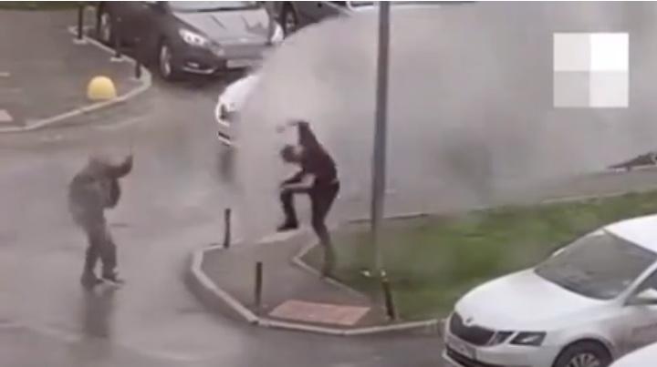 «Боль была адская»: житель Академического — о том, как ураган поднял его в воздух на листе от паркинга