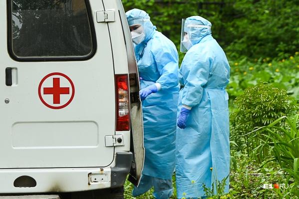 Еще 298 жителей Свердловской области заразились коронавирусом