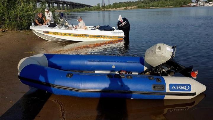 Без «прав» и номеров: инспекторы ГИМС на Волге задержали двух лодочников-нарушителей