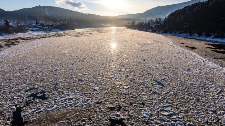 На красноярских водоемах начался ледостав. Красноярцев просят соблюдать осторожность