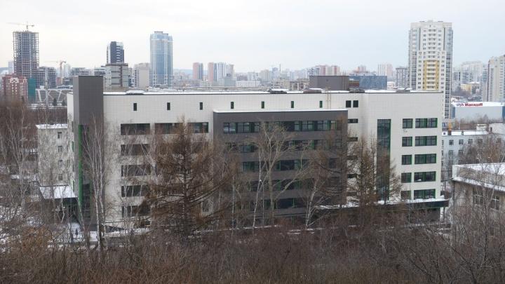 После вспышки коронавируса больницу № 1 в Екатеринбурге перепрофилировали в инфекционную