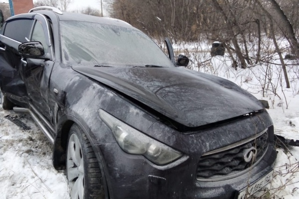 Водитель бросил автомобиль и скрылся с места ДТП