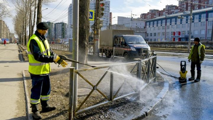 В Перми начали проводить весеннюю уборку улиц