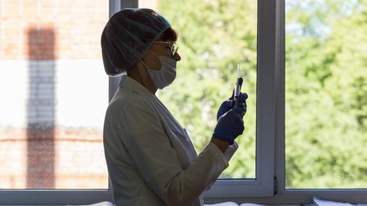 Когда новосибирцам с раком лучше привиться от гриппа и ковида — комментарий врача