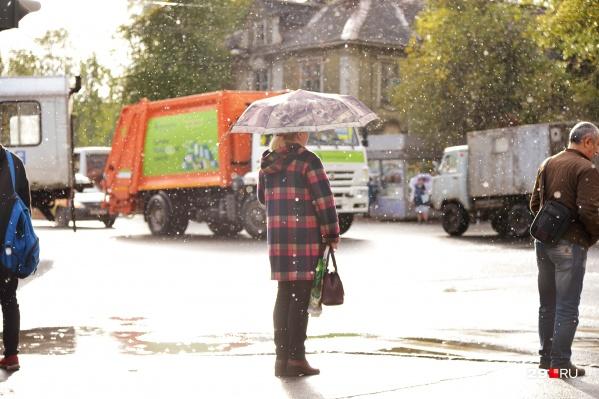 """Придётся пока полюбить зонт и тёплые вещи, — <a href=""""https://29.ru/text/autumn/69465923/"""" target=""""_blank"""" class=""""_"""">погода не будет радовать нас до 20 сентября</a>"""
