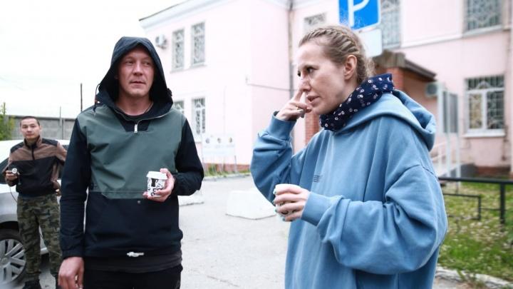 «Перелом кисти, повреждена связка плеча»: у режиссера фильма, который снимает Собчак, зафиксированы травмы