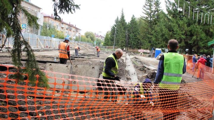 «Работаем с ними, как с детьми»: как строители в Омске набирают контракты и не справляются