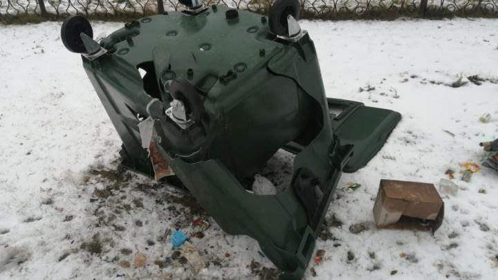 В Курганской области крадут и уничтожают баки регионального оператора