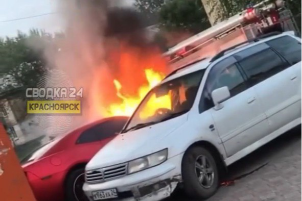 В Черемушках спалили дорогой спорткар