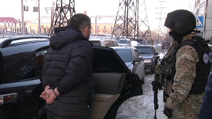 В Омске будут судить мужчин, которые похитили людей с заправки и закрыли в погребе