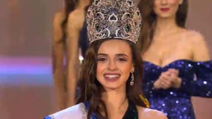 Красавица из Новосибирска победила в конкурсе «Мисс офис» и выиграла два миллиона — посмотрите на нее